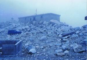 's Ochtends dikke, dikke dikke mist bij het Everest basecamp...