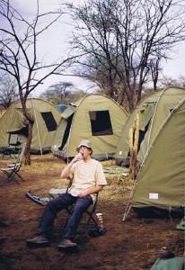 Waar kun je beter een Tusker drinken dan midden op de Serengeti?