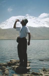 De wandelgek bij de Muztagh Ata (7595 m.)