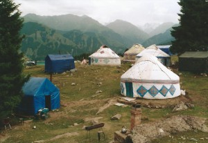 Kazachs yurtenkamp in de Tien Shan (Bogda Shan)...