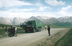 Met een truck dwars door de Tien Shan...