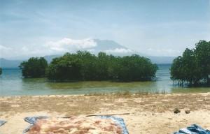 De Gunung Agung gezien vanaf de noordkant van Nusa Lembongan...