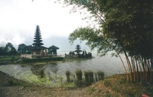 De Ulun Danu Tempel aan het Bratan kratermeer...