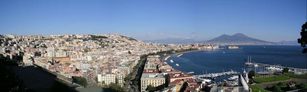 Uitzicht over de Golf van Napels richting Vesuvius...