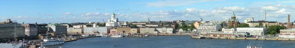 Panorama vanuit de haven op Helsinki...