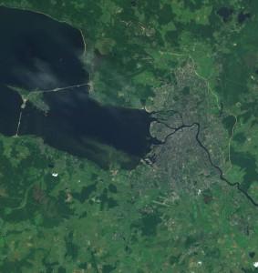 Luchtfoto van SintPetersburg laat goed de vele eilanden zien waar de stad op is gebouwd...