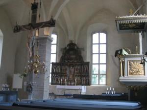 Interieur van de middeleeuwse kerk van Sund...