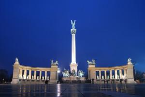 Millenium monument op het Heldenplein...