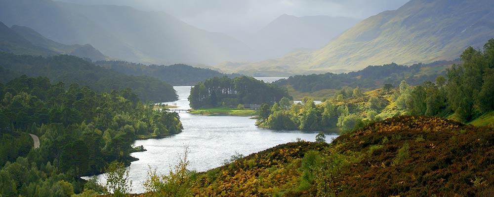 Adembenemend uitzicht over Loch Beinn a' Mheadhoin...
