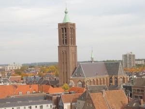 Martinuskerk boven de daken van Venlo...